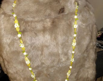 Spring Daisy and Faux Pearl Necklace