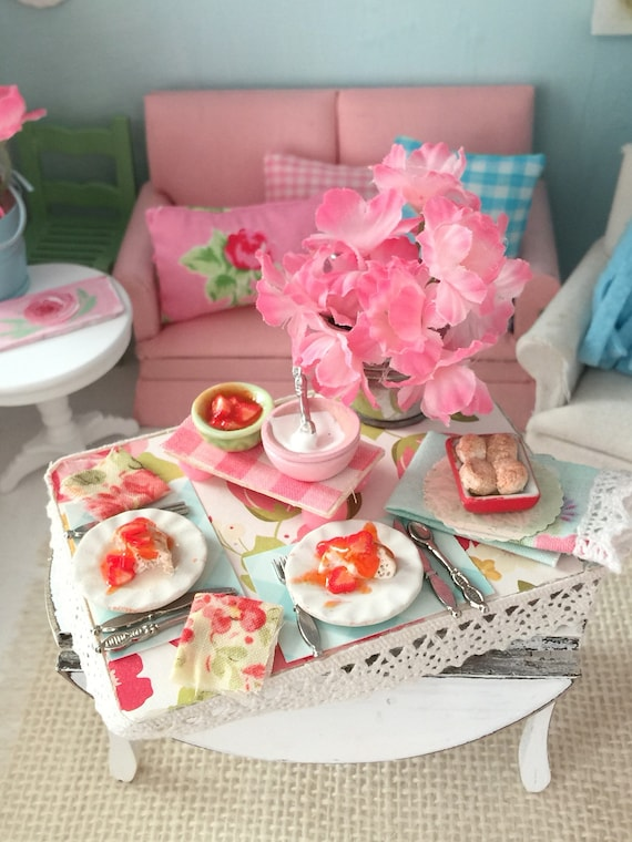 Miniature Strawberry shortcake Dessert Board- 1:12 Dollhouse Miniature Scale