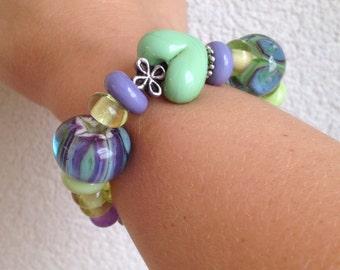 Lampwork bead bracelet purple bead mint bead flower bead. Handmade by Renske Brouwer