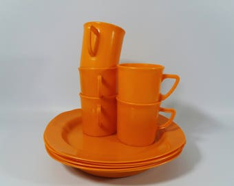 1970's Orange Plastic Twinco Mugs and Plates, Camper Van Mugs and Plates, Picnic Ware, Carvanning, Festivals, Camping