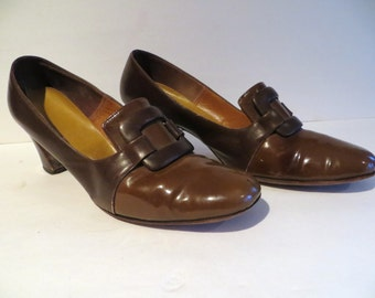 Vintage 50s womens shoes, brown patent leather, buckle, stacked heel, pilgrim, colonial, prairie, western, clunky, mod, by Linn