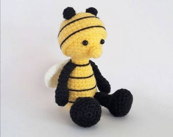 PATTERN: Crochet bee pattern - Amigurumi bee pattern - crocheted bee pattern - PDF crochet pattern - tutorial