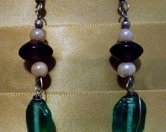 Glass bead dangle earings.1980s