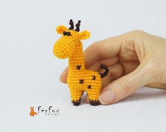 Giraffe brooch Giraffe pin Animal pin Summer jewelry Kids jewelry Animal lover gift Wildlife jewelry Funny brooch Fashion pin African animal