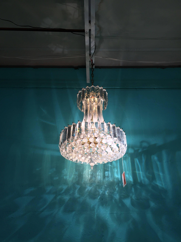 Stunning 1960s Retro Modern Lucite Chandelier