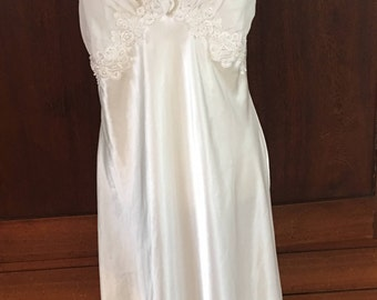 L / Dentelle / Cream / Off White / Nightgown / Gown / Frock / Vintage / Bridal / Trousseau / Large