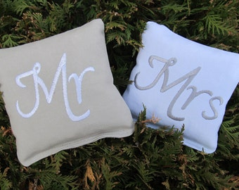 Wedding Mr and Mrs Cornhole Game Bags - Mr & Mrs - Set of 8 Shown in Grey and White