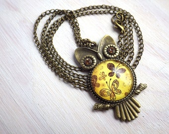 Necklace - Vintage butterfly Owl - Vintage Necklace Uhu Kauz on bronze link necklace amber colored Cabochon