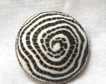 Resin swirl black and white 22 mm button