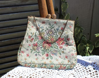 Vintage. Floral/tapestry/cream/pink/gold chain strap/clutch/handbag/purse. Beautiful bag! Pretty floral!