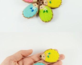 Tiny Hedgehog Wool Felt Brooch / Felt Hedgehog Brooch / Cute Animal Brooch / Woodland Animal Pin / Hedgehog Accessory / Bright Hedgehog Pin
