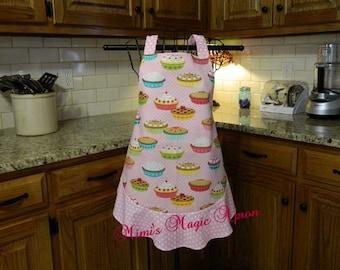 Ladies Full Apron, Pie Apron, Woman's full Apron / Retro Style / Full Designer Kitchen Apron / Vintage Apron