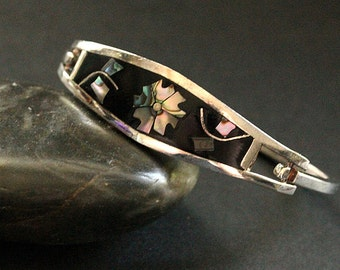 Cloisonne Vintage Bracelet in Black with Flower Shell Inlay and Alpaca Silver. Vintage Jewelry.