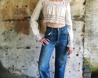 1970s White Linen and Lace Crop Top XS S