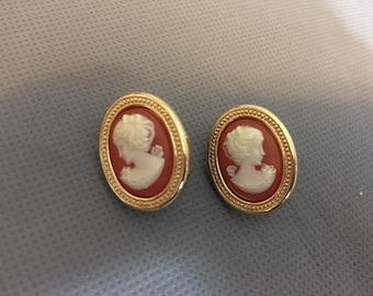 Vintage Round Cameo Peach With Gold Earrings By Trifari