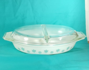 VINTAGE PYREX TURQUOISE Snowflake Divided Casserole Shiny White w Blue Pyrex Baking Dish 1 1/2 Qt Mid Century 1950s and 1960s Retro Kitchen