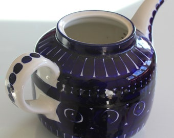 Beautifull beautiful oh so beautiful Valencia teapot by Arabia Finland & A Trivet cutting board in Arabia Finland Valencia Design