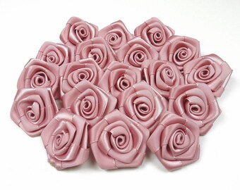 10 pearls, pink satin rose 3 cm in diameter ref 158