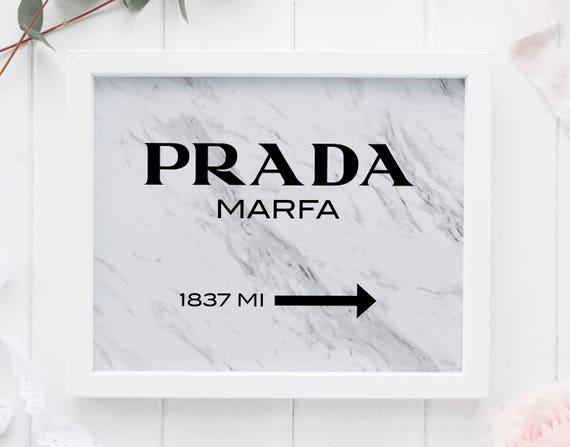 prada schild mit marmor prada marfa marmor prada marfa. Black Bedroom Furniture Sets. Home Design Ideas