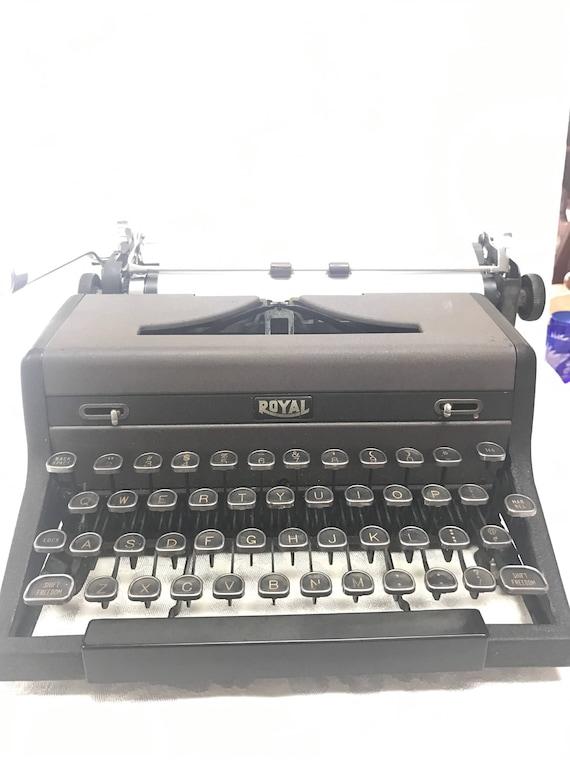 Royal portable typewriter that Works