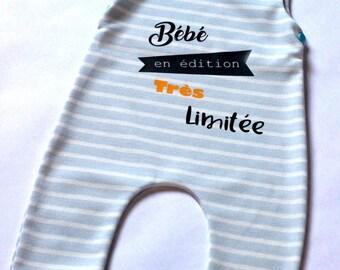 """Combinaison bébé, taille 12 mois / 1 an, sans manches """"Bébé en édition très limitée"""", bleu clair rayures blanc, pressions épaules"""