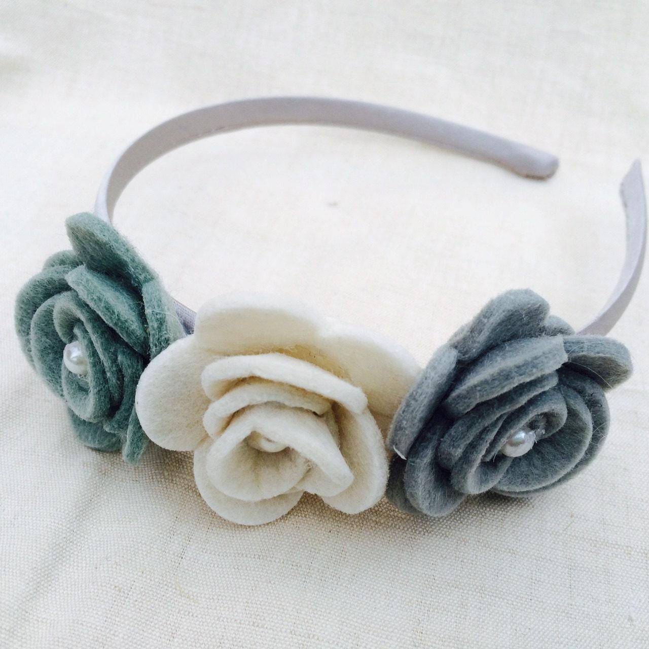 Eccezionale Cerchietto per capelli in raso con tre rose in feltro e VY61