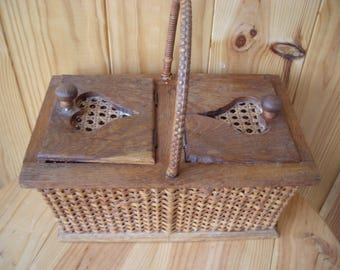 Vintage Pigeon Carrier.   Old French Pigeon Carrier. French Pigeon Basket.