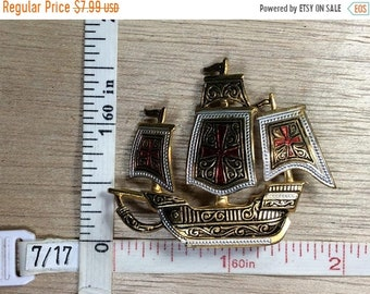 10%OFF3DAYSALE Vintage Gold Toned Spanish Galleon Ship Pin Brooch Spain Missing Pin Bar Used