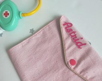 Protège carnet de santé personnalisé fille, imprimé géométrique rose