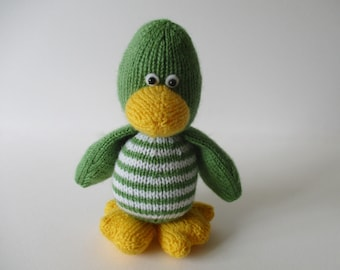 Quacky duck toy knitting pattern