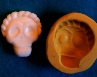 Frida skull mold with braid