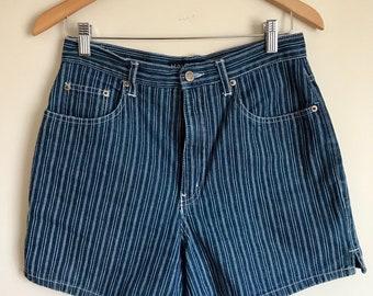 Vintage Halston denim shorts // 90s mom jeans // high waisted denim // high waisted denim shorts