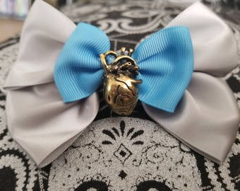 Gold anatomical heart bow