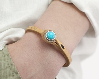 Women's ITALIAN LEATHER Bracelet with Stone Closure, Entirely Handmade in Italy (Natural Leather with Turquoise Stone)
