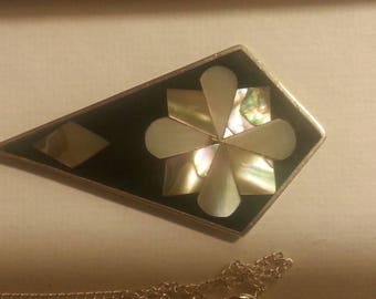 Silver & Abalone flower pendant necklace. Vintage.