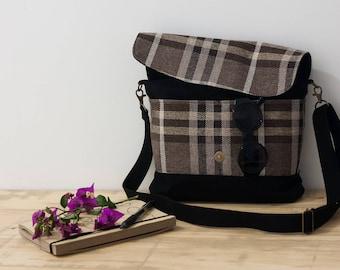 Brown crossover bag. Slouchy shoulder bag. Brown messenger bag. Simple crossbody bag. Bag with pockets