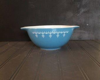 Lovely Vintage Blue and White Pyrex Snowflake Pattern Cinderella Bowl #442 1.5 quart