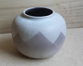 VEB Haldensleben 8208: serene East German pottery vase, seventies, mid-century, neo-airbrush spritzdekor