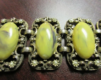 Awesome Lucite & Faux Pearl Bracelet