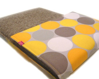 Laptop bag - Tabletsleeve with large dots in yellow grey by marengu