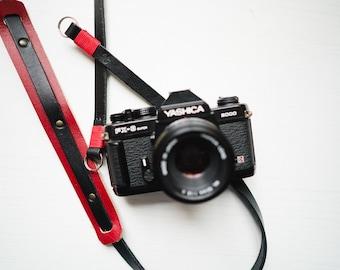 Tracolla in vero CUOIO e PELLE per fotocamera Mirrorless o Reflex - leather Camera Strap vintage cinghia laccio Fuji X Leica sony nikon 35mm