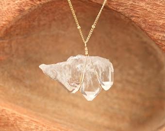 Quartz necklace - faden quartz neklace - crystal quartz necklace - raw crystal necklace - one of a kind crystal necklace - satellite chain