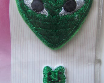 Set of 2 self adhesive baby representing a heart and a frog