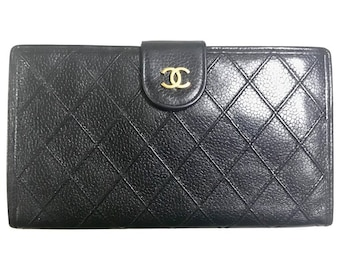 Vintage CHANEL black caviar leather wallet with stitches and gold tone CC motif. Perfect gift.