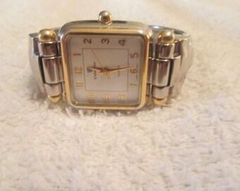 WOW>>>>>>vintage women quartz CELEBRITY watch....