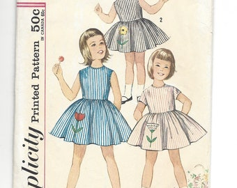 Vintage 1960's Pattern.  Simplicity 4878,  Cute girls dress with flower appliques.  Transfers included.  Size 3