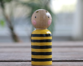 Bee Cake Topper, Bumblebee Peg Doll, Bee Ornament, Hand painted doll, Natural Toy, Wooden Doll, Party Favor, Waldorf Toy, Summer Figurine