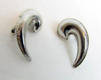 Vintage Apostrophe Earrings / Single Quote / Silver Tone / Clip Ons / Punctuation / Mod / Mid-Century / Annotation /  Asymmetrical / Swirl