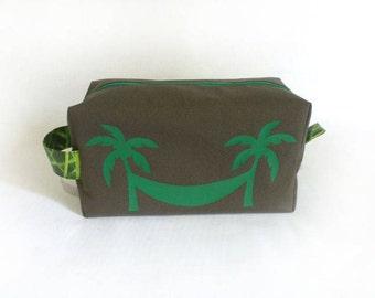 Trousse de toilette homme kaki, hamac et palmiers vert / taille médium