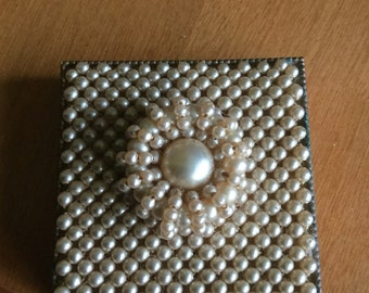 Compact by Schiedkraut with pearl decoration